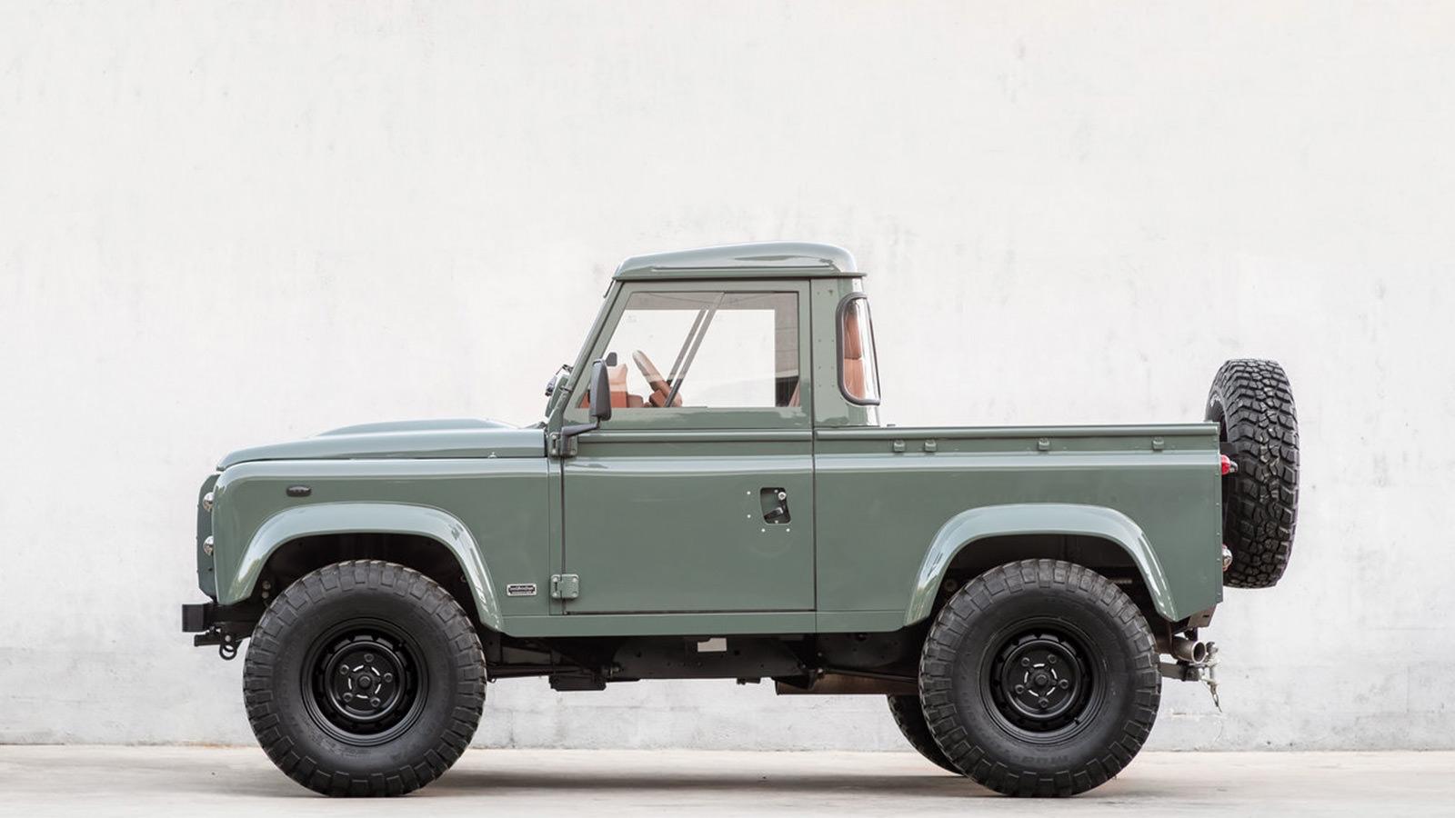 Cool & Vintage Land Rover D90 Pickup