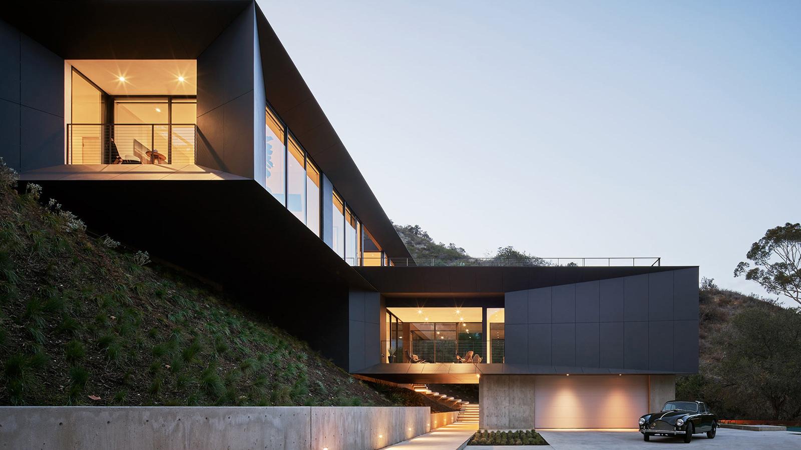 LR2 Residence by Montalba Architects