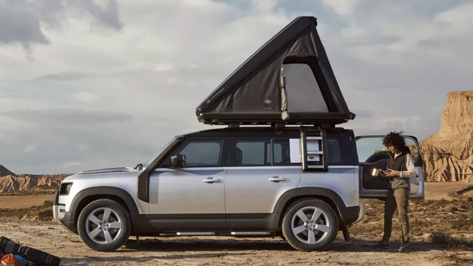 Autohome x Land Rover Hard Shell Roof Tent