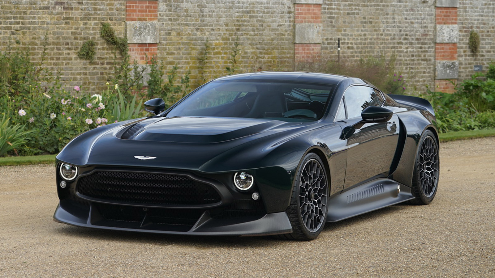 Aston Martin S Q Division Unveils A 1970s Inspired 836hp Supercar Called The Victor Imboldn