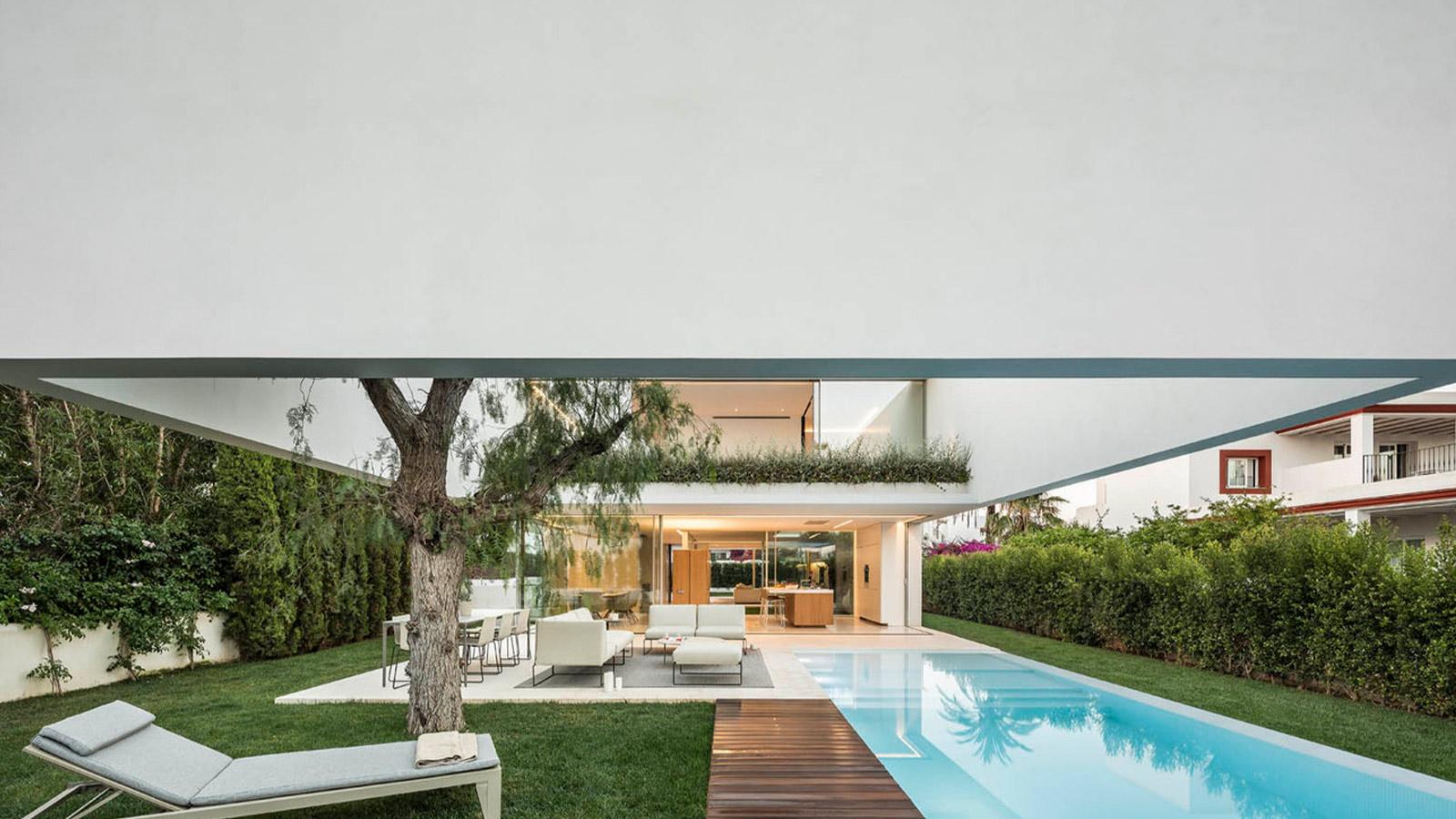 The House of Three Trees by Gallardo Llopis Arquitectos