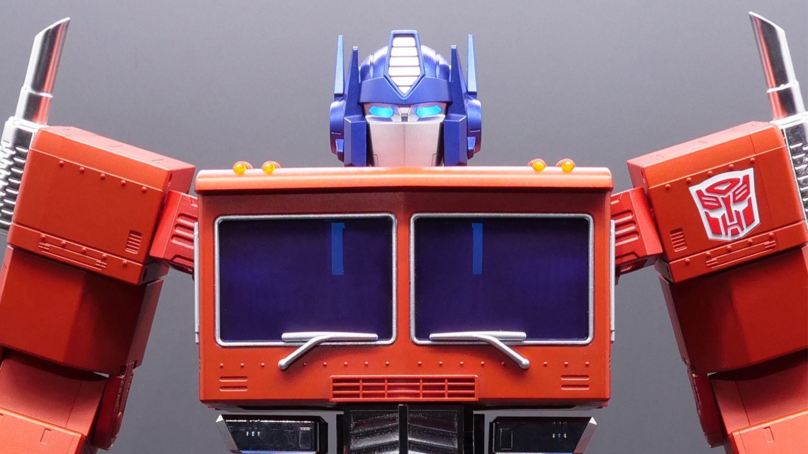 Transformers Optimus Prime Auto-Converting Programmable Robot Collector's Edition