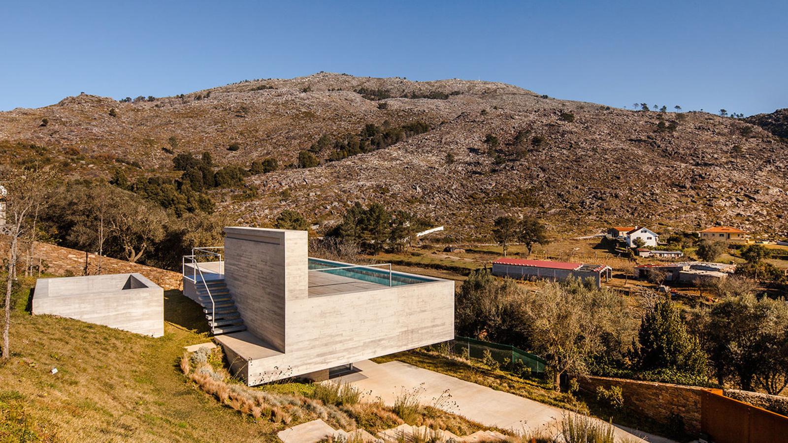 Shelter in Montaria by Carvalho Araújo