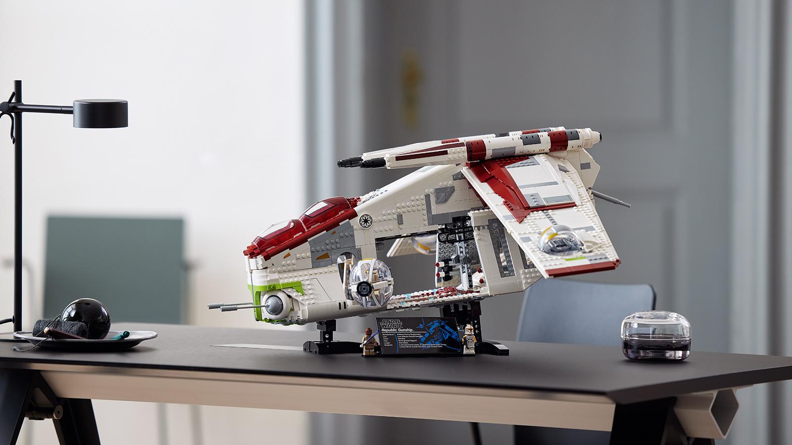 EGO Star Wars Republic Gunship Construction Set